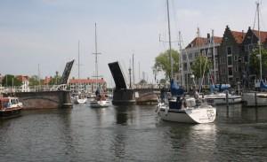 Kommer ikke ut herfra uten å ha betalt havneavgift! - havnevakta styrer broen!