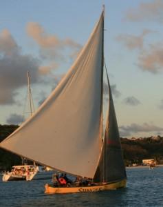 Lokal seilbåt fra Anguilla. Bommen er dobbelt så lang som båten